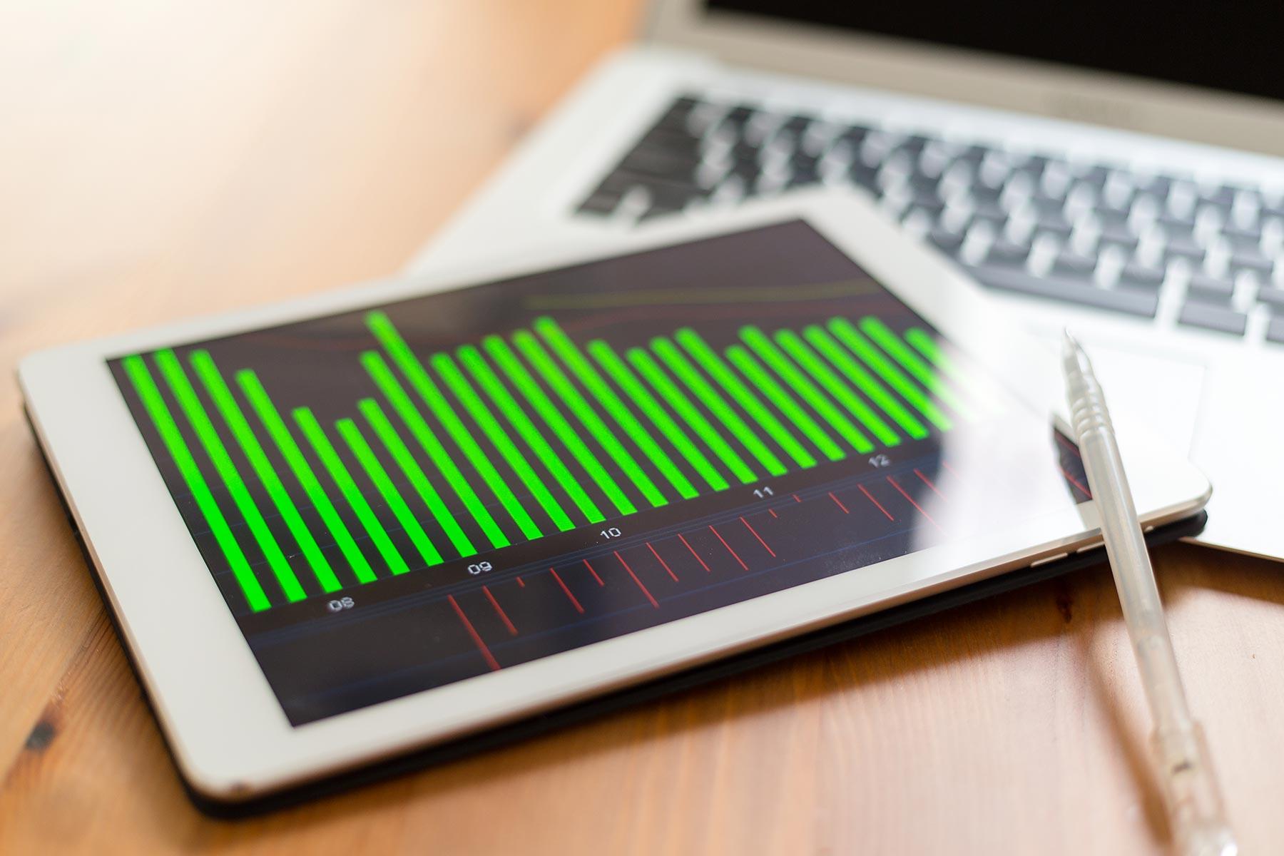 digital-tablet-showing-charts-8HHJNQK.jpg